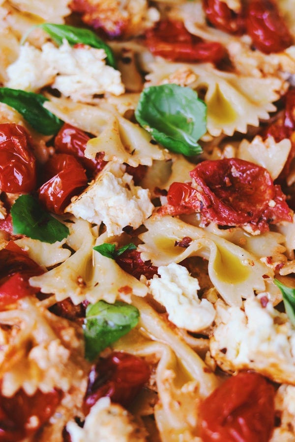 baked feta pasta with garlic and basil