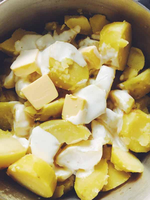 cheesy smashed potaotes